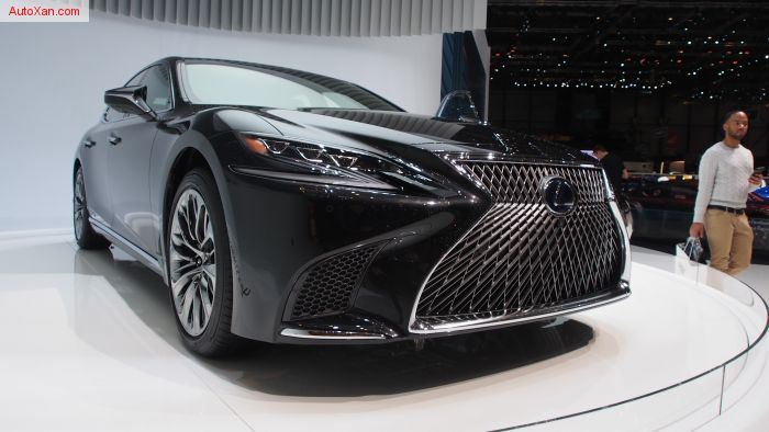 2017 Lexus LS 500h XF50