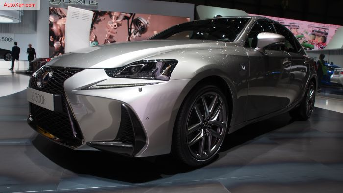 2017 Lexus IS 300h F Sport